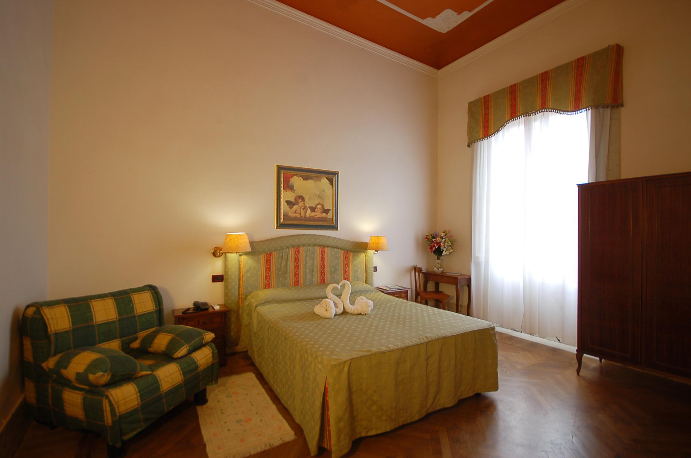Camera superior hotel ely 2 stelle a viareggio - Bagno viareggio tariffe ...
